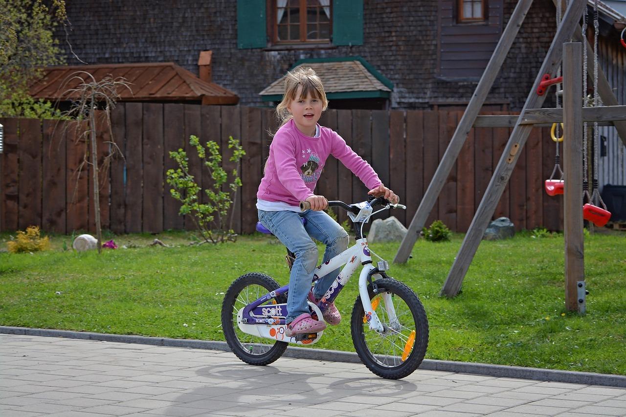 Karta rowerowa – przepisy, do czego uprawnia i kto wydaje?